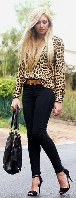 Great outfit: leopard shirt and black skinnys!