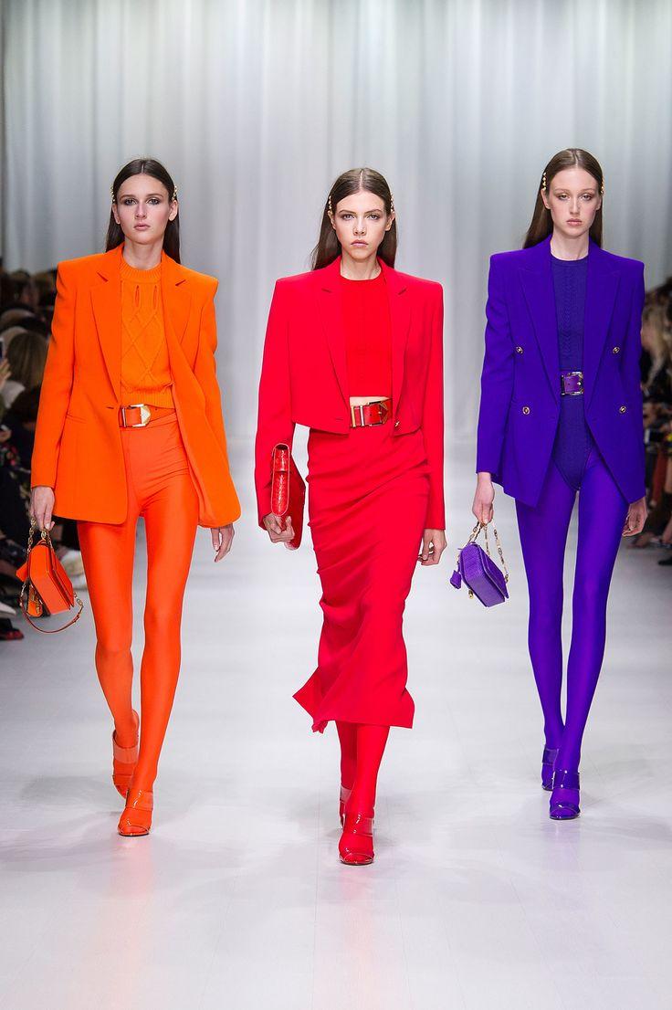 Versace Spring 2018 Ready-to-Wear Fashion Show - Justine Asset, Lea Julian, Soso Korell