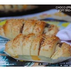 Choco Spread Soft Bread - Using water roux method, this bread is very soft. With chocolate filling and a sprinkling of cheese, makes this bread is really really good.
