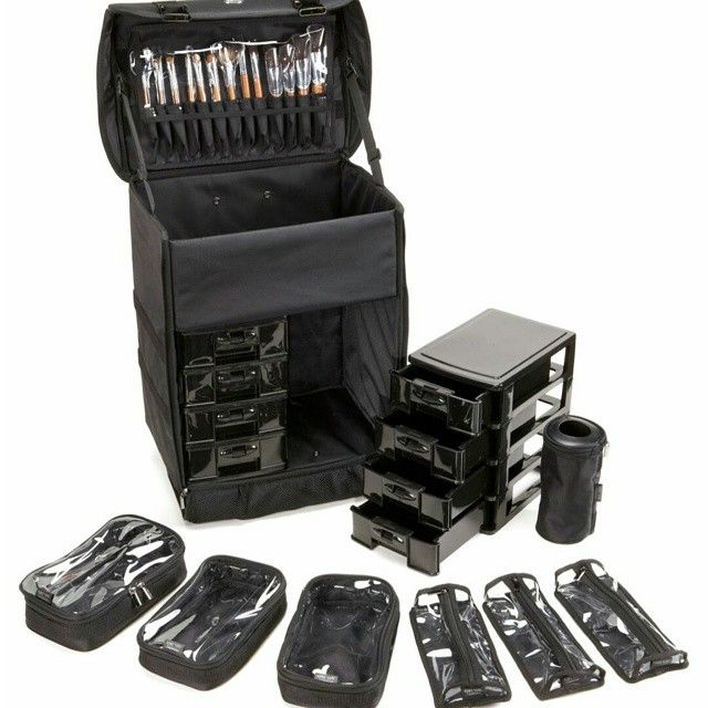The case is made from hard wearing nylon material and is padded throughout to help keep your items safe in transit It has a telescopic handle like a