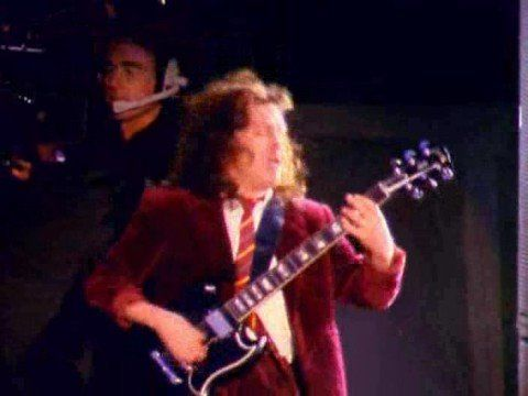Angus Young plays Thunderstruck - YouTube