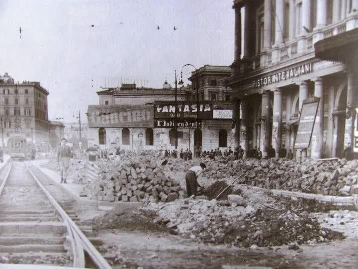 ROMA Alla fine, nel 1940-1943, quando la vecchia Termini fu demolita, con essa furono demoliti anche i binari che ne fiancheggiavano la facciatA