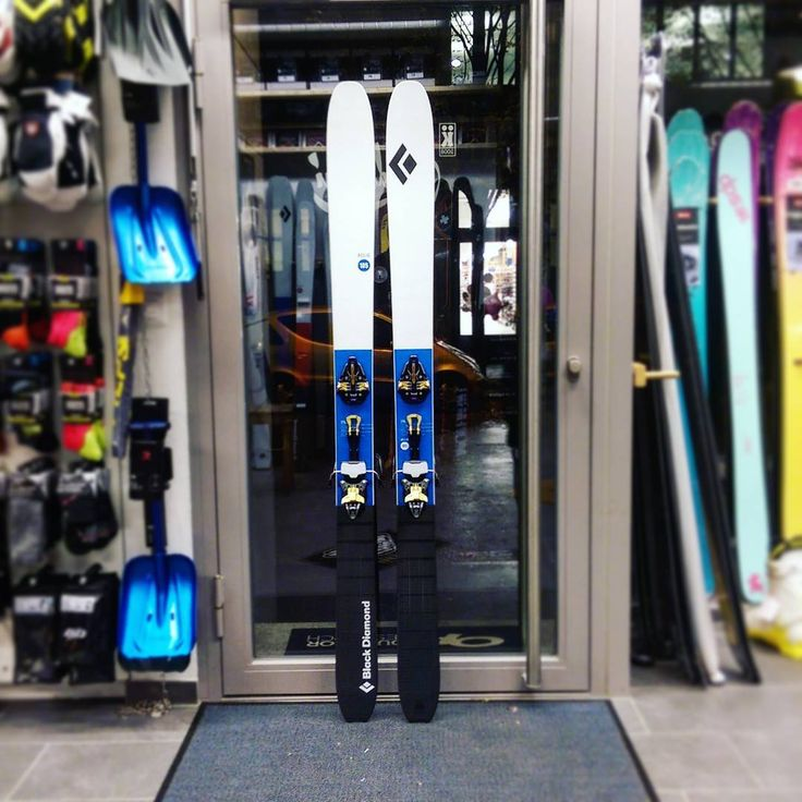 Probably the best ski in the actual Black Diamond ski collection. The super light Helio 105 feels nearly like a freeride ski but weights only 1.45 kg. #blackdiamondequipment #markerkingpin #earnyourturns