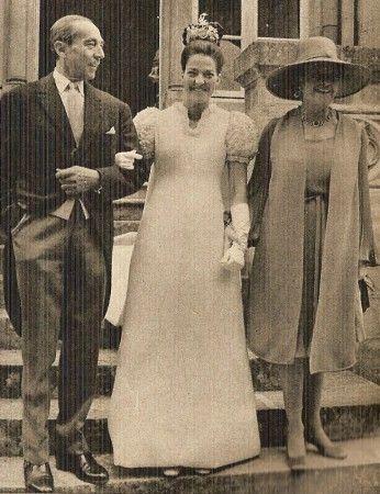 Chantal de France le jour de son mariage avec ses parents en 1972