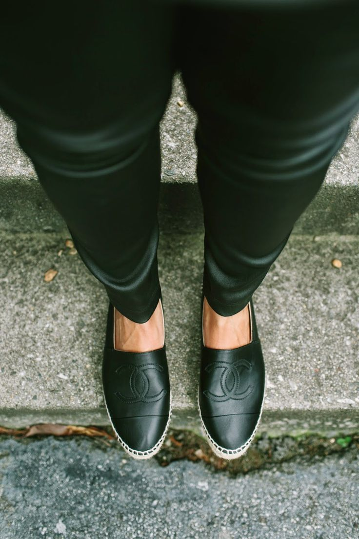 Espadrilles Chanel de couro preta