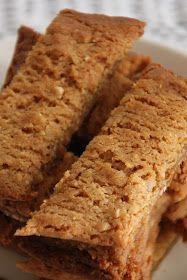 Todella rapeita, maistuvia, sitkeitä ja ihanan makuisia pikkuleipiä, jotka valmistuvat hetkessä. Helppoa kuin mikä! noin 50-60 kpl (ki...