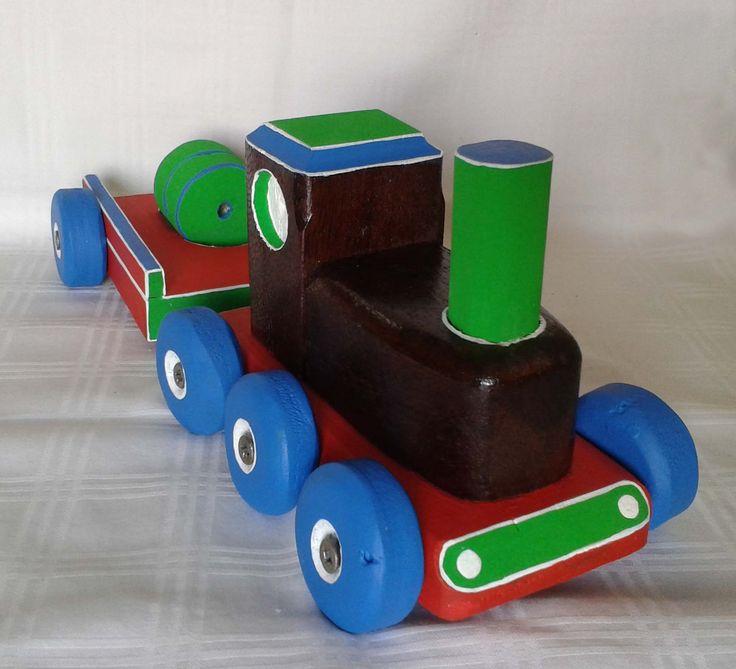 tren de juguete en madera reciclada