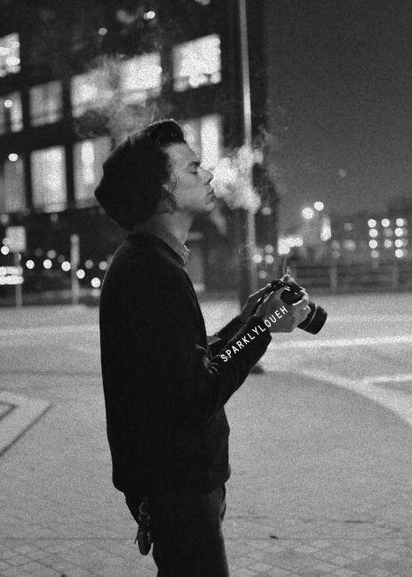 Harry fumando