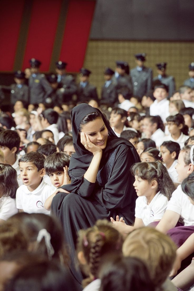 Beautiful Sheikha Mozah at the annual photo shoot with the children at Qatar Foundation. Caring, humble and passionate about education. Photo credit to HHOPL.