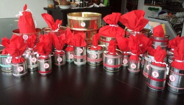 Julkalender av konservburkar dekorerade med Washitejp, diy Craft pyssel återvinning recycle paketkalender servetter