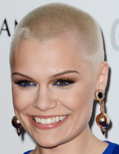 Jessie J's Electric Blue Liner!