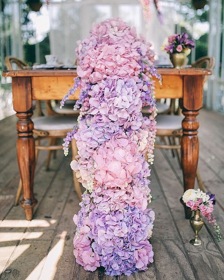 IN LOVE with this hydrangea table runner from today's Floral & Frills wedding inspiration shoot! See it all on the blog (#linkinprofile) from  @carike01 @lovileedsigns @moidecor @lovetesi @cosmetiek #buitengeluk by burnettsboards