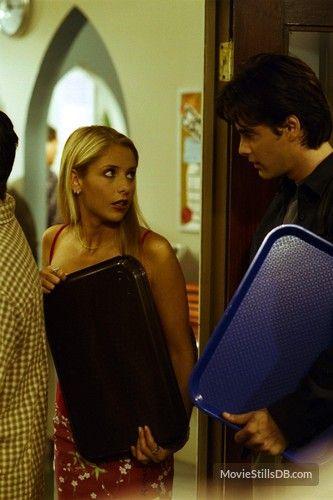 Buffy the Vampire Slayer - Publicity still of Sarah Michelle Gellar & Adam Kaufman