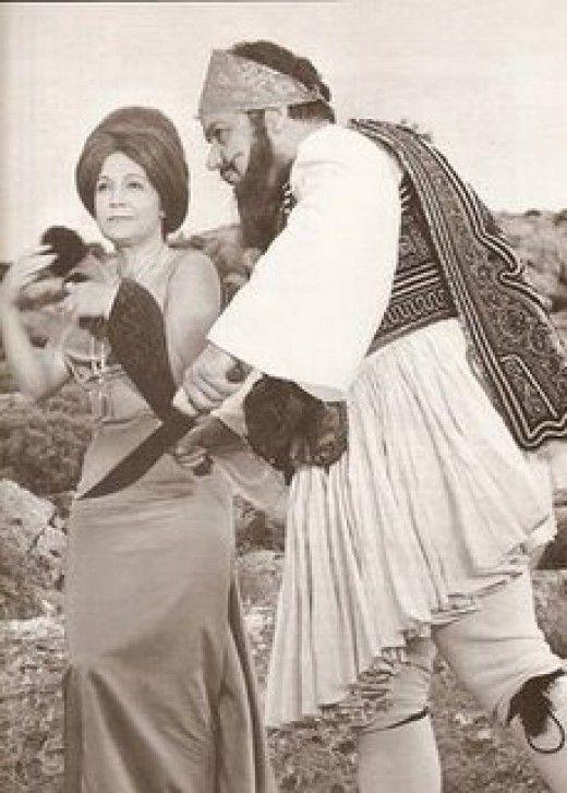 Βλαχοπούλου-Χατζιδάκις στο σουρρεαλιστικό φιλμ του Αλέξη Σολομού Αμάρτησα για το αρνί μου (φωτογραφία από το βιβλίο του Μάκη Δελαπόρτα Βίβα Ρένα, εκδ. Άγκυρα)