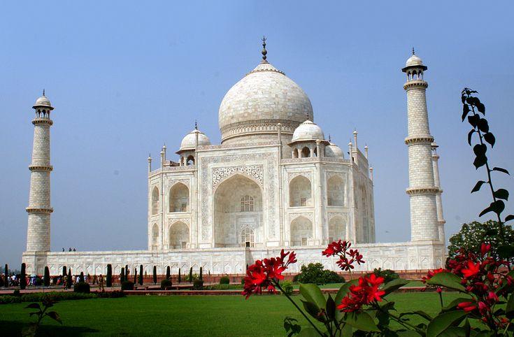 Be3autiful view of Taj Mahal