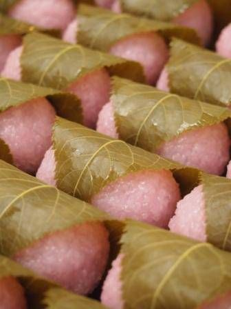 Japanese Sakura-Mochi 桜餅...The scent of the fresh cherry blossom leaves is heavenly!