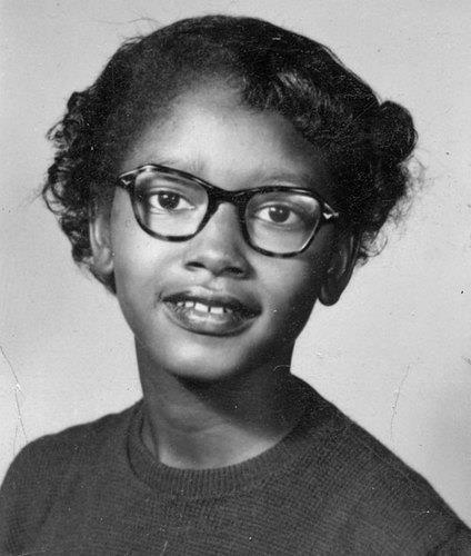 Claudette Colvin meses antes del famoso boicot a los autobuses de Rosa Parks, Colvin se negó a ceder su asiento a un pasajero blanco. Ella se inspiró para luchar por sus derechos después de aprender acerca de los líderes afroamericanos en la escuela. Líderes de derechos civiles no publicitan su historia porque ella se convirtió en una madre soltera.