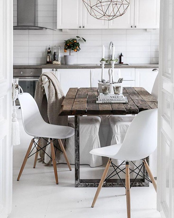 The lovely home of Swedish fashion and lifestyle blogger @kristinsundberg on the blog today (link in bio). #swedishhome #monochrome #scandinaviankitchen