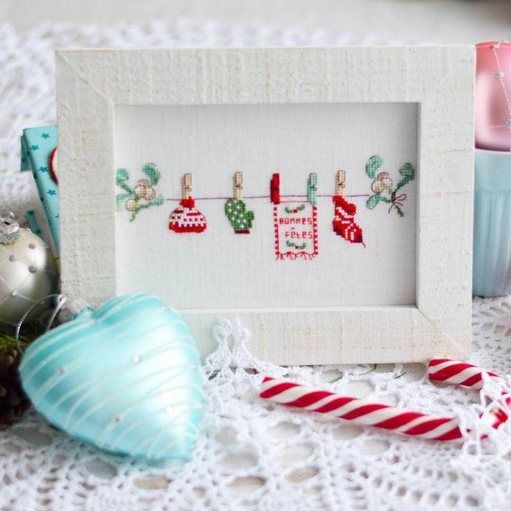 В этом году что-то у меня любимым новогодним сочетанием становится красно-голубой  #krestik_i_kanva #bravokrestik  #em_hm #sdelano_rukami #crossstitch .#veroniqueenginger #veronique_enginger #xstitch #crossstichland #crossstitch #embroiderydesign #embroidery #pointdecroix #handmade #handmade_вышивка #ручная_работа #ручнаяработа #вероник_ажинер #французскаявышивка #вышивкакрестиком #вышивканальне #вышивальный_маньяк #вышивальщицыпоймут #crossstich_inspiration #вышиваем_новый_год…