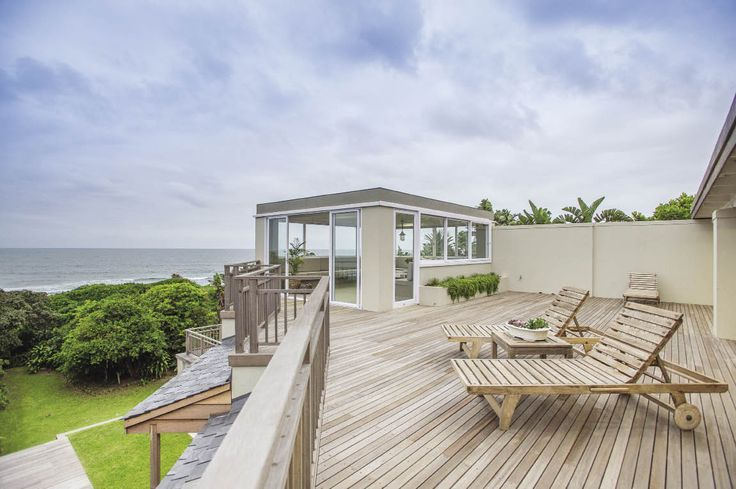 """The owners of this coastal home were adamant that they wanted to steer clear of the """"cookie cutter"""" – beach-house interior typical of older ocean-view properties."""
