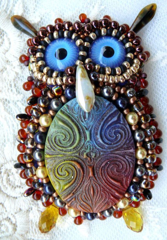 Gioielli di perline perline ricamate spilla gufo di MaewaDesign