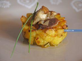 Un modo diverso di presentare le patate , un contorno di stagione sfizioso e molto semplice che si esegue con pochi ingredienti .