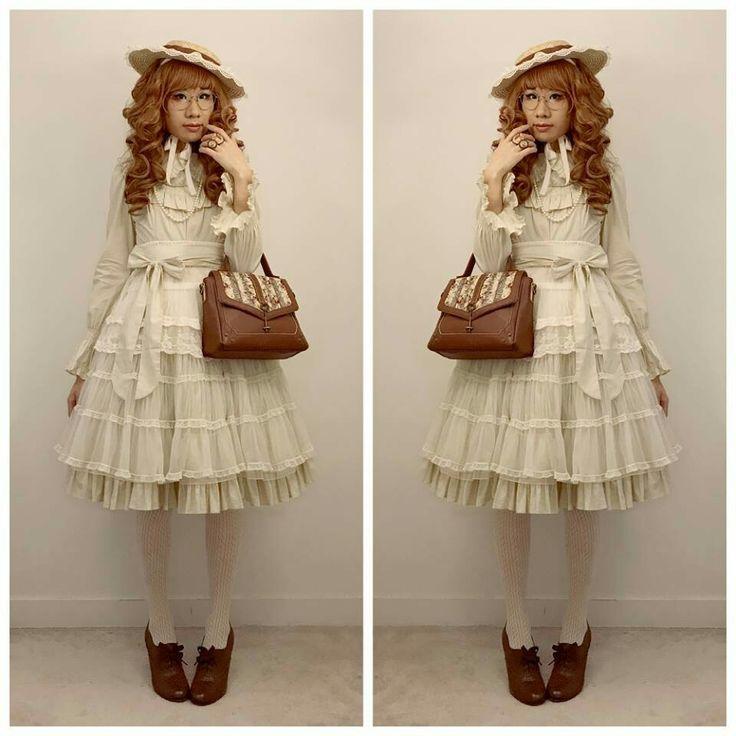 #classicallolita #classiclolita #lolitafashion #brolita #blolita #eglcommunity #jfashion #ILD