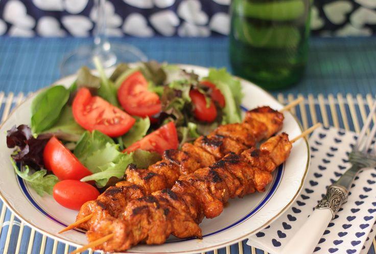 Spicy Pork Brochettes / Brochetas de carne con especias