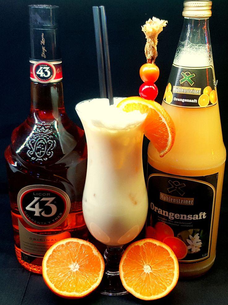 Winter Dream (2 cl Licor 43, 2cl Old Pascas white rum, 2 cl almond syrup, 2 cl cream, 16cl orange juice )