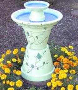 Ook weer zo'n leuke vogelbadje om zelf te maken van terracotta potten.