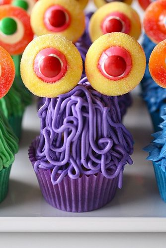 awesome (and easy) looking monster cupcakes -- everyone wins when you combine cupcakes (on top of cupcakes) and lollipops!
