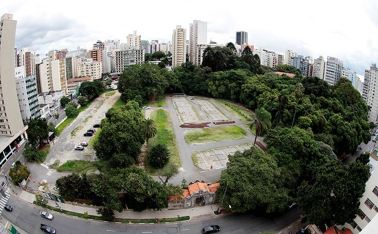 SÃO PAULO, SP, BRASIL, 04-04-2014: Vista do alto do futuro empreendimento imobiliário Parque Augusta, uma parceria entre as construtoras Setin e Cyrela, em São Paulo (SP). O local pretende ser um empreendimento que vai conciliar uma área verde de parque com torres imobiliárias. (Foto: Daniel Guimarães/Folhapress, MERCADO)