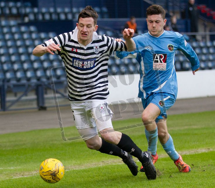 Queen's Park's David Galt on the ball during the SPFL League Two game between Queen's Park and Berwick Rangers.