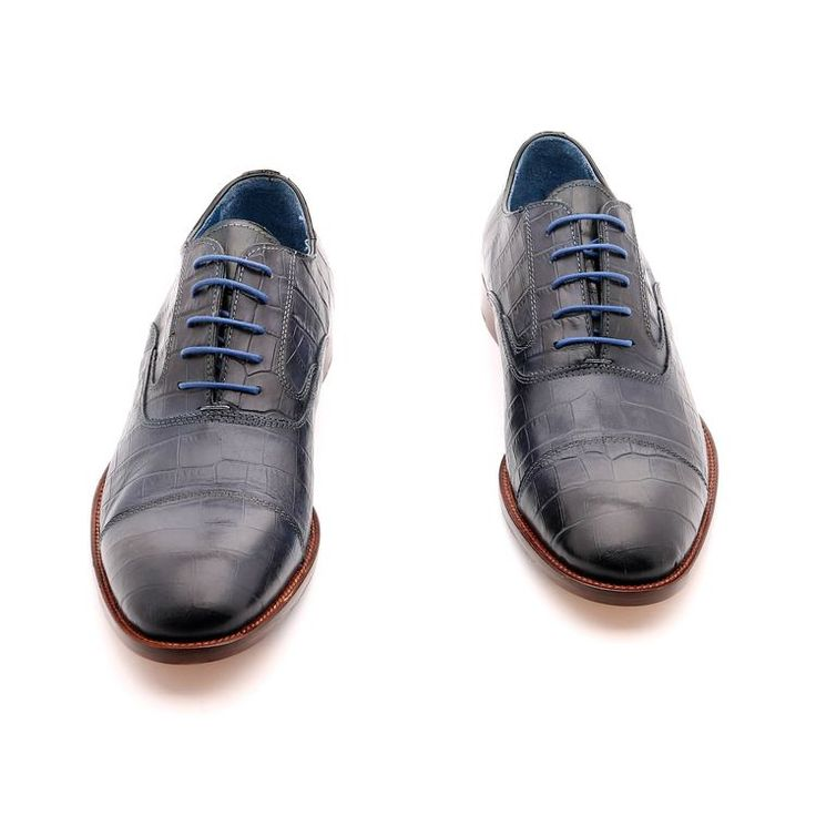 Primavera Scarpe / estate per l'uomo, scarpe basse, di colore blu, design estetico in pelle, suola in gomma cuciti con la scarpa con disegno antiscivolo e cuoio, fatte a mano in Italia.