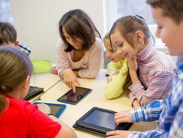 Portal internetowy School Education Gateway: katalog kursów, mobilności edukacyjnej, partnerstw strategicznych.