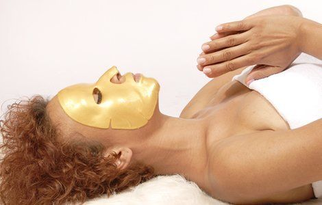 Do you not know how to get gold facial done at home? Then this is the right article for you! Read on to find out how to do gold facial at home using the gold facial kit.