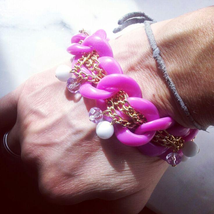 Modello Naná...con pietre agata bianca e color rosa e lilla..realizzabile anche in altri colori. .#bracelet#models#bijoux#bijouxfattiamano#followme#pinterst#instagram#depop#love#etsy#moda#fashion#outfit