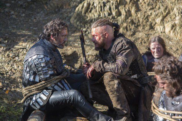 Still of Travis Fimmel in Vikings: A King's Ransom (2013)