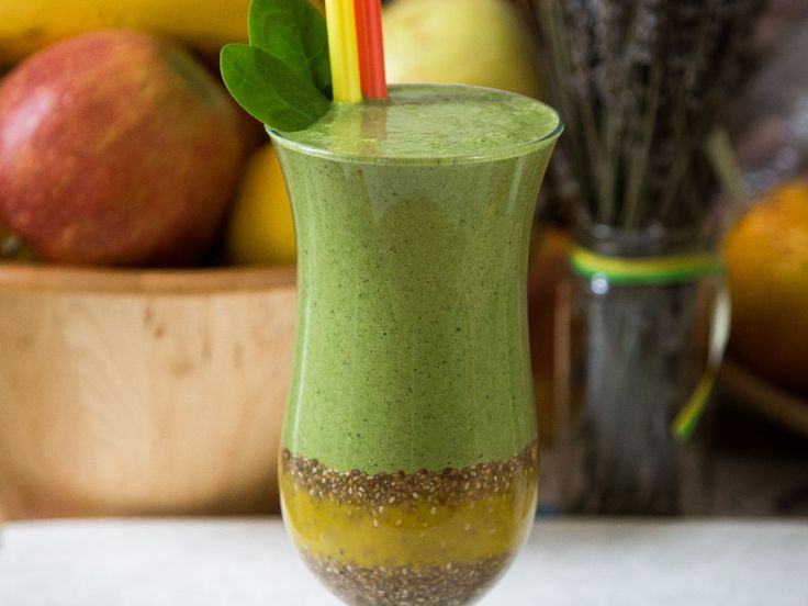 Smoothie s Chia (trochu inak)  Smoothie witch chia, melissa, spinach.