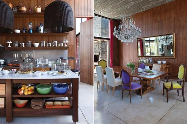 Ideas para iluminar la casa  Dos versiones en contraste con el revestimiento de madera: a la izquierda, una pantalla de mimbre pintada de negro enmarca la mesada de la cocina