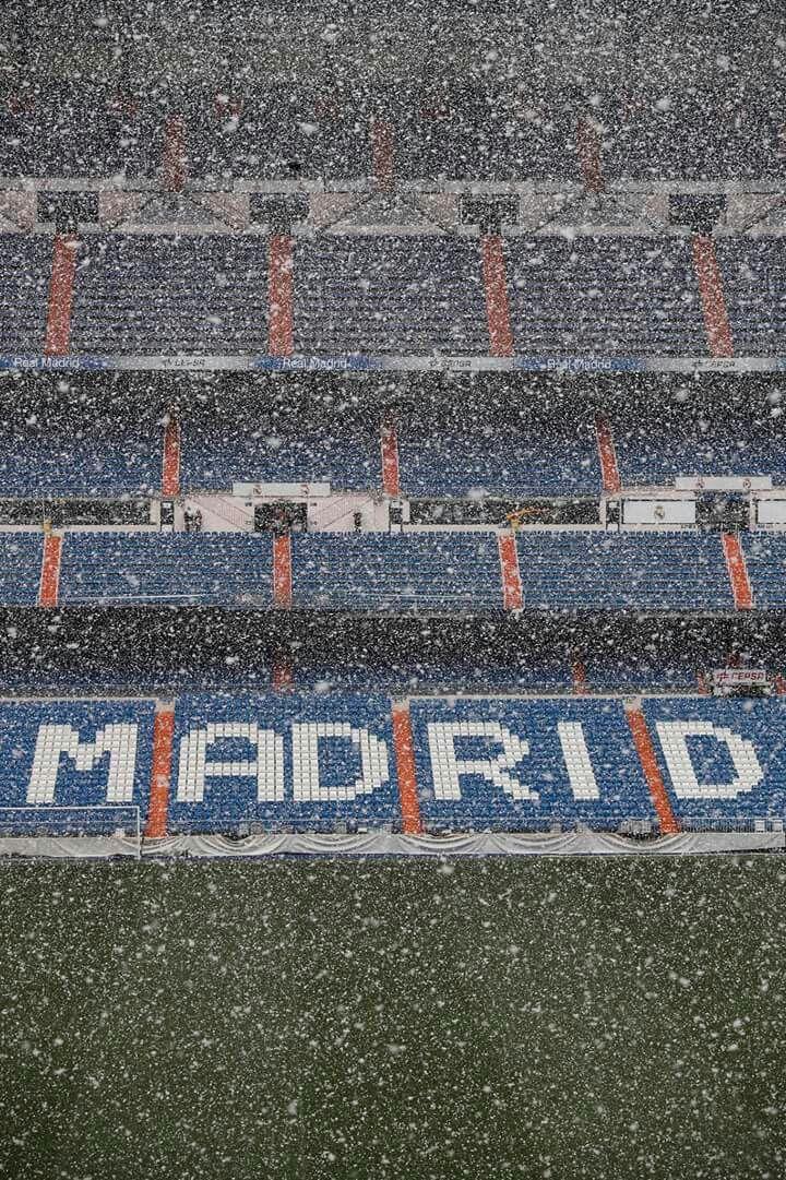 El Santiago Bernabéu en primavera.