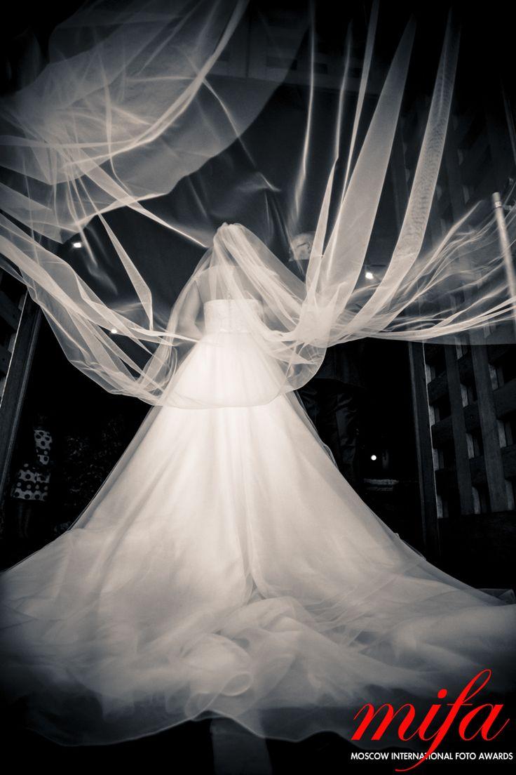 Alice Franchi : Portrait of bride http://www.alicefranchi.com/en/wedding/  #weddingphotography #tuscan #italy #cerimony