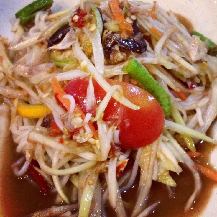 """Papaya salad (pok pok) call """"Somtum"""" in Thai. So spicy and great test."""