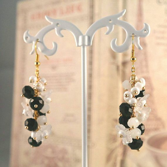 Orecchini Black and White Flowers di LaBoiteABonheur su Etsy