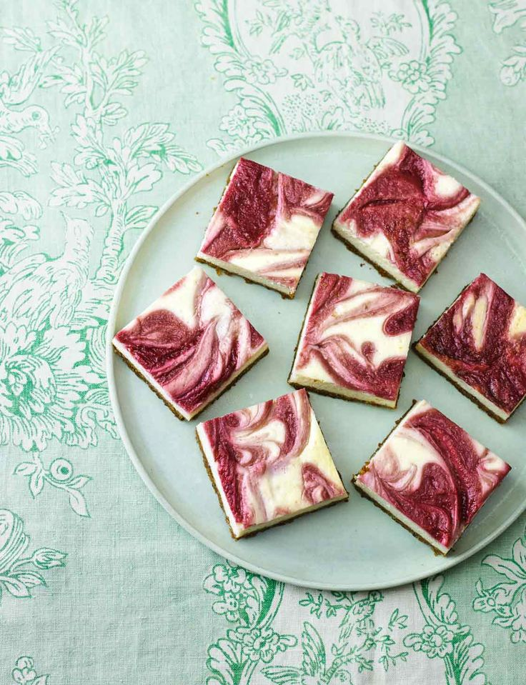 These gorgeous raspberry ripple cheesecake squares though... Such a stunning treat