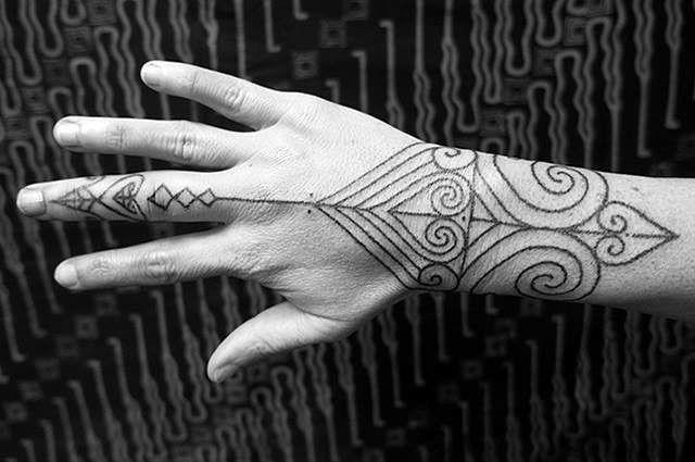 die besten 25 handgestochene tattoos ideen auf pinterest. Black Bedroom Furniture Sets. Home Design Ideas