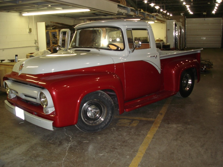 Old Ford pickup! Don't know why but this is a totally want!(: