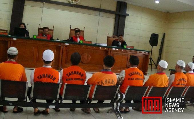 Sidang ke-2 Ranu Muda dan Anggota LUIS: Dakwaan Jaksa Sepenuhnya Ditolak  SEMARANG (SALAM-ONLINE): Sidang kedua kasus perusakan Café Social Kitchen yang menyeret jurnalis Ranu Muda dan aktivis Laskar Umat Islam Surakarta (LUIS) digelar di Pengadilan Negeri Semarang pada Rabu (29/3/2017).  Agenda sidang kali ini mendengarkan pembacaan eksepsi atau nota keberatan dari pihak terdakwa seperti disampaikan salah satu pengacara LUIS kemarin.  Hari ini agendanya pembacaan eksepsi kata Koordinator…
