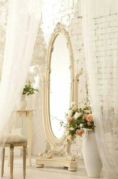 DIY:: Beautiful Shabby Painted Vintage Mirror Makeover! I want to do this to the…