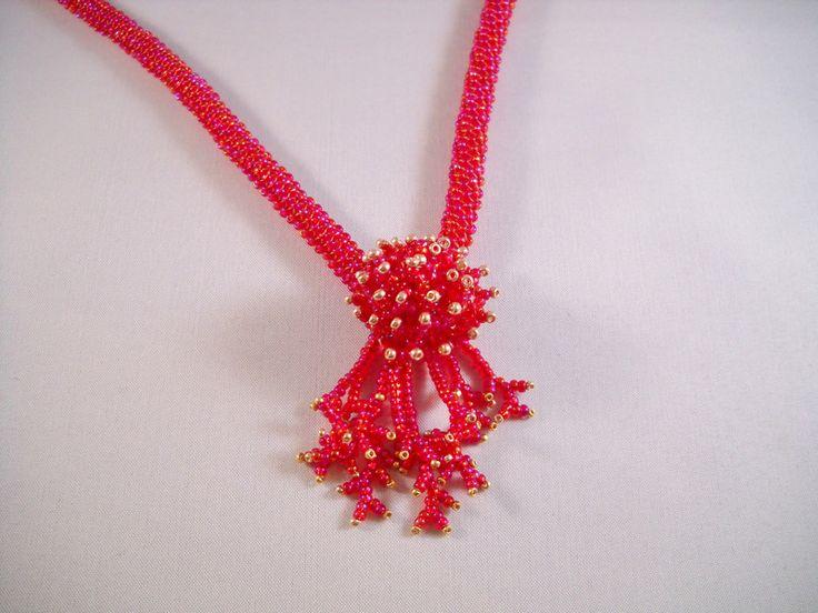 Seadbeady, Rode Ketting met Handgemaakte Bloem van Seadbeady juwelen op DaWanda.com